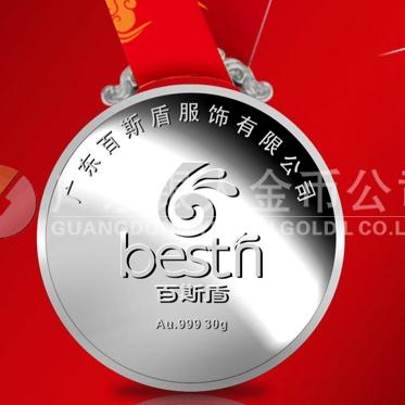 2013年12月:万博体育app官方下载广东百斯盾服装公司纯银奖牌
