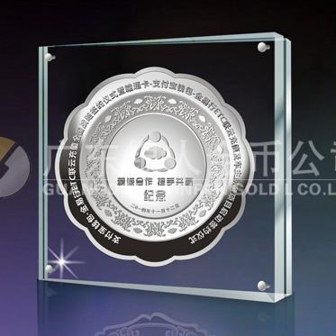 2014年11月:订制深圳金溢科技合作伙伴纯银纪念盘万博体育app官方下载