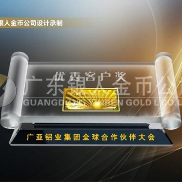 2016年4月万博体育app官方下载 广亚铝业建厂二十周年黄金金条镶水晶摆件