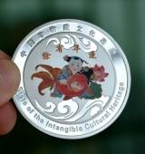 中国非物质文化遗产年画连年有余纯银纪念章定做