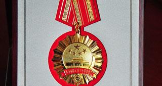 中华人民共和国环境保护部颁发授予环保工作纪念章(图)